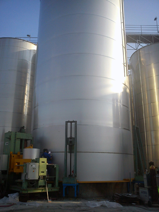 Stainless steel tank in welding process
