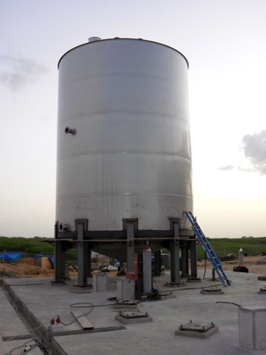 250 cubic metres stainless steel tank 250 with legs (Dominican Republic)