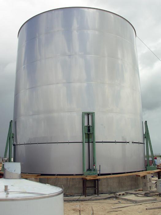 Depósito 2.000 m3 in situ en fase de fabricación