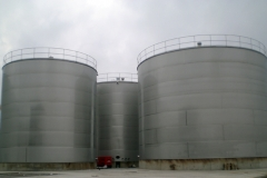 Stainless steel tanks 1.000 and 2.000 cubic metres