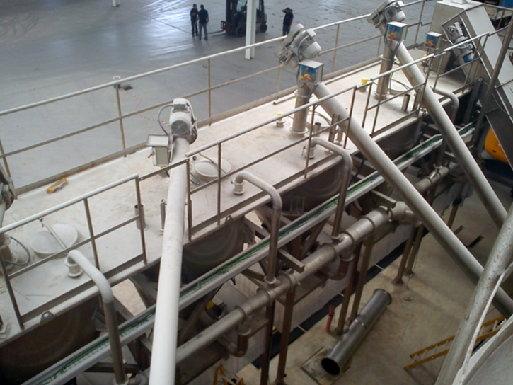 Instalación de tuberías en salinera
